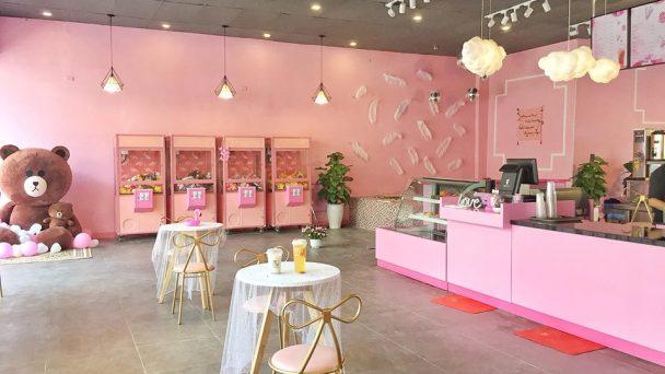 Sắc hồng mộng mơ với thiết kế quán trà sữa đẹp mê ly